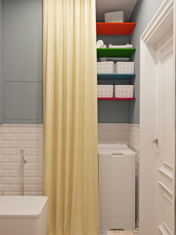 Полки в туалете для хозяйственных принадлежностей