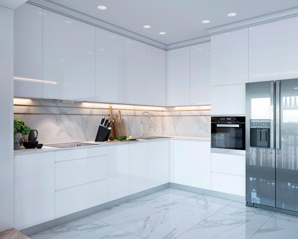 Дизайн большой кухни с белыми шкафами