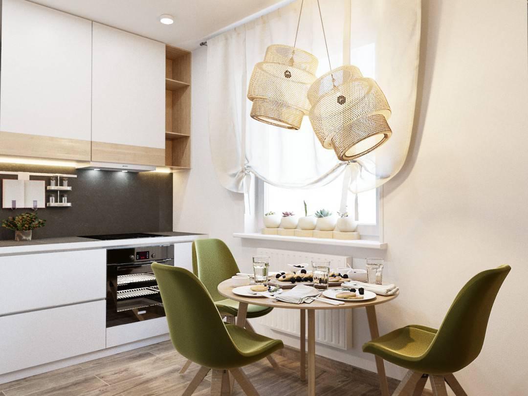 Зелёные стулья в бежевой кухне