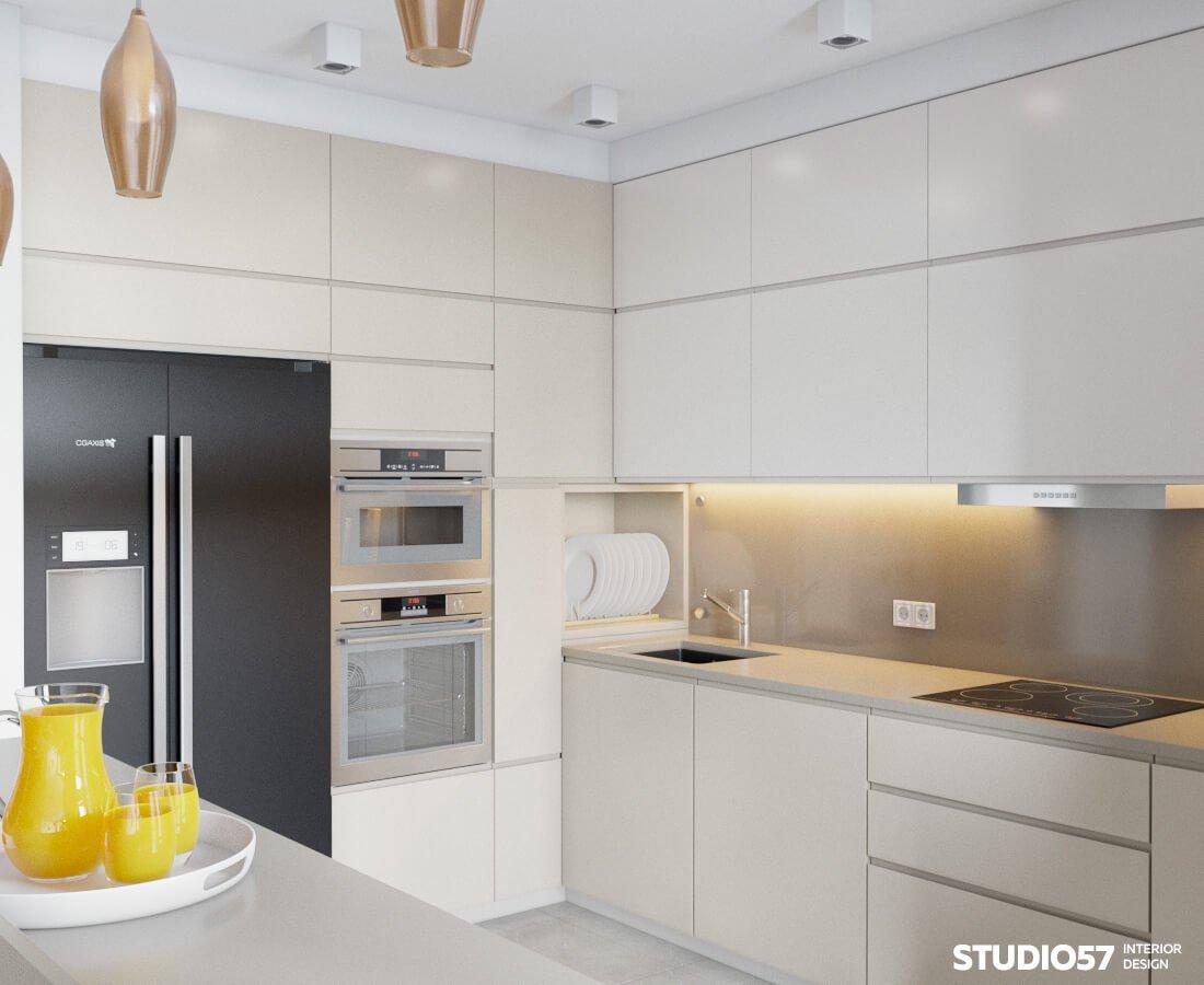 Белая кухня с чёрным холодильником